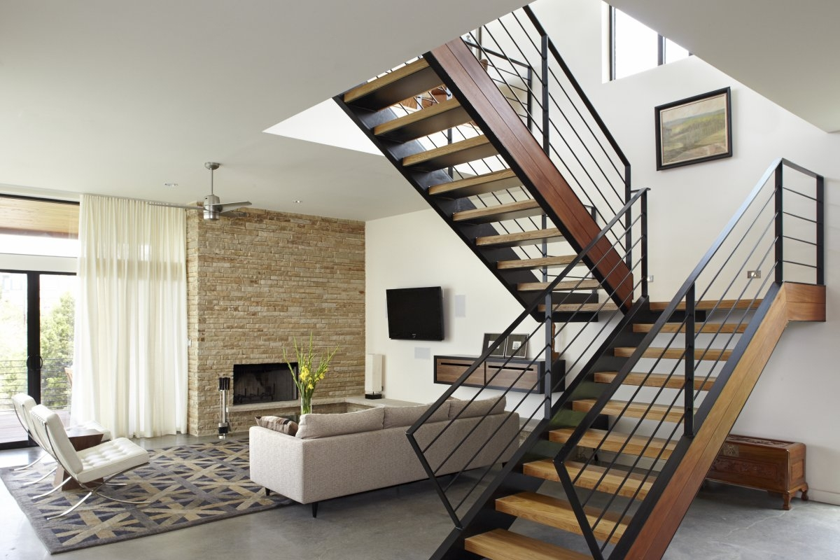 Staircase Decor: Do not let Your Staircase be a Wasted Spot
